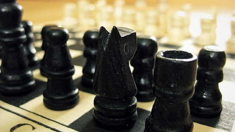 re_chess-game-strategy-intelligence-black-white