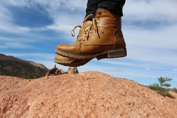 re_feet-boots-jump-adventure-fashion-hiking-hipster